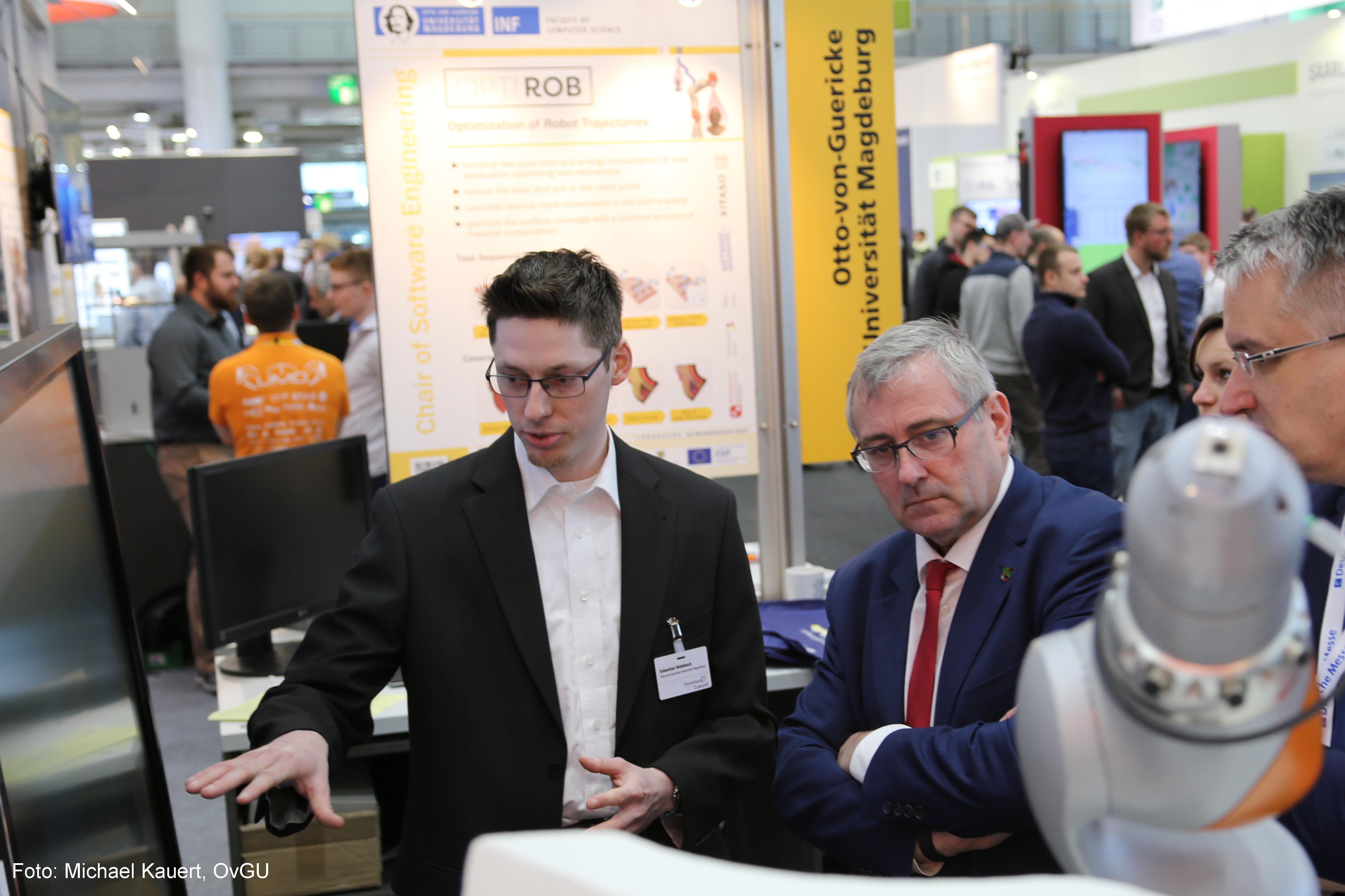 Auch der Staatssekretär im Ministerium für Wirtschaft, Wissenschaft und Digitalisierung des Landes Sachsen-Anhalt Dr. Jürgen Ude besuchte den Stand des Lehrstuhls.